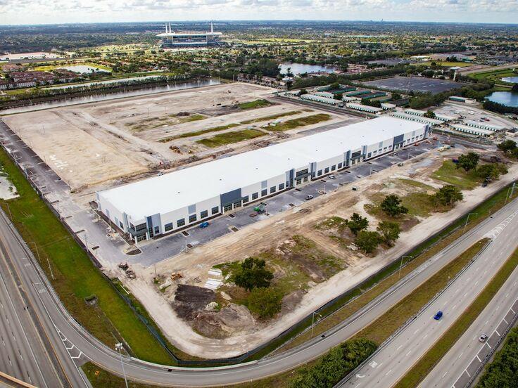 Gateway Commerce Center Miami